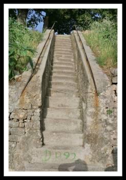 Escadas que levam ao Kastel em Pula na Croácia