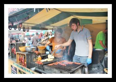 Venda de embutidos e sanduíches na feira de Southbank Centre