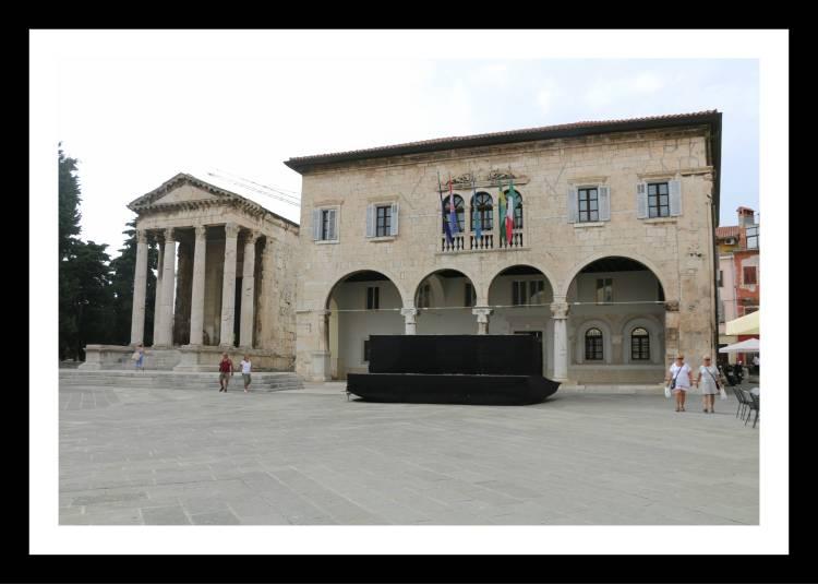 Forum-Templodeaugustoecommunalpalace-prefeituraPulaCroácia.jpg