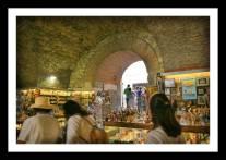 Lojas nos porões do Palácio Diocleciano em Split na Croácia