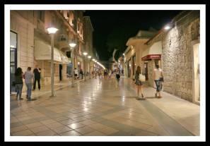Split à noite: ruas limpas e bem conservadas