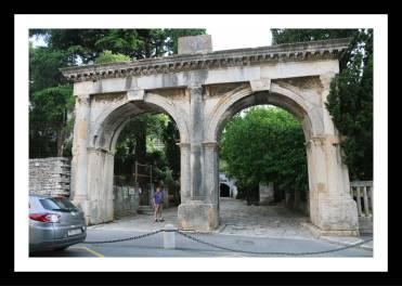portões gemeos Pula Croácia