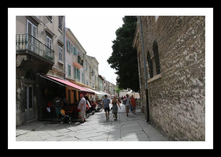 Rua principal Pula Croácia.jpg