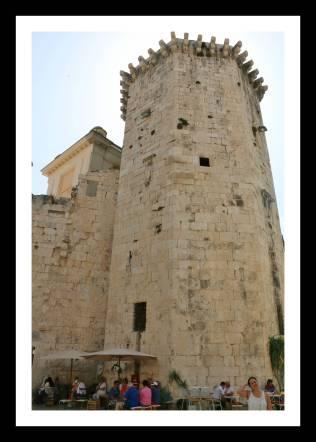 Uma das torres do Palácio Diocleciano
