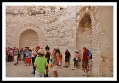 Interior do Vestíbulo com turistas prestando atenção ao guia