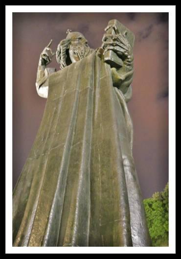 estatua entrada palacio diocleciano split croacia