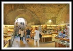 Lojas do Subterrâneo do Palácio Diocleciano e o acesso ao Peristilo