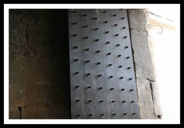Portão de Bronze: acesso do Subterrâneo à Riva