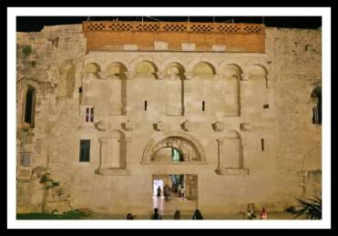 Vejam a parte de cima restaurada: Portão dourado