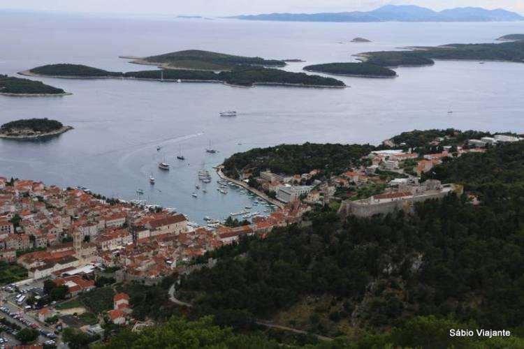 hvar-town-vista-de-cima-pakleni-islands