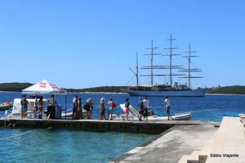 Deck de onde saiam os barcos de passeio em Hvar