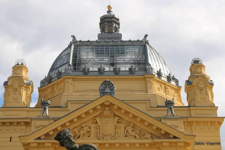 """Detalhe da claraboia e da arquitetura """"Art Nouveau"""" do Pavilhão de Arte de Zagreb"""