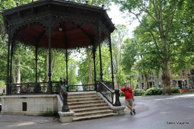 A Praça Nikola Šubić Zrinski tem até um coreto!