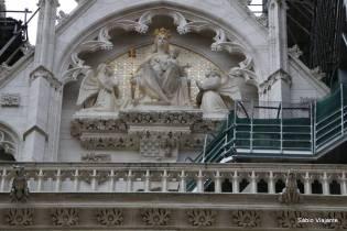 Detalhes da arquitetura da Catedral de Zagreb dedicada à Assunção de Maria