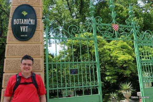 Entrada principal do Jardim Botânico de Zagreb: atenção aos horários de funcionamento