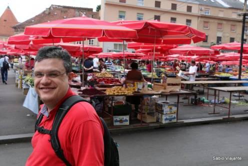 Mercado Dolac: uma referência para a cidade de Zagreb, se parece bastante com nossas feiras livres brasileiras