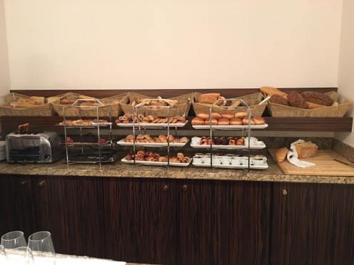 Pães e mais pães: dava para ficar horas tomando café da manhã... hehhee