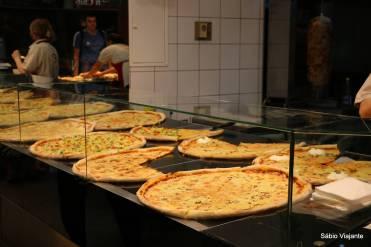 Pizza vendida em pedaços no shopping: preços muito em conta na Croácia para quem precisa economizar em refeições