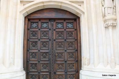 Porta lateral da igreja São Marcos