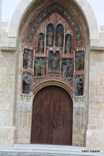 Porta frontal da igreja
