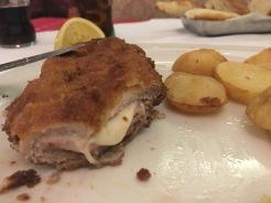 Porco empanado recheado de presunto e queijo!
