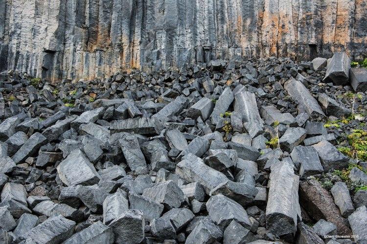 colunas de basalto derrubadas.jpg