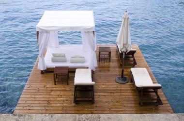 Um dos decks de alto padrão: luxo e conforto