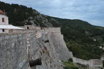 A imponente muralha da fortaleza