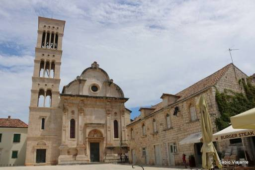 A catedral, vista da praça