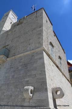 A Torre Veneziana abriga o Museu do Pescador, já que o vilarejo tem uma forte tradição na pesca de sardinhas