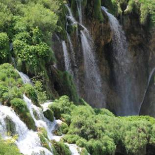 Se você olha com atenção começa a contar as cachoeiras...