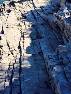 Dá pra enxergar as pegadas nas pedras? elas ocupam uma área de 65 m2