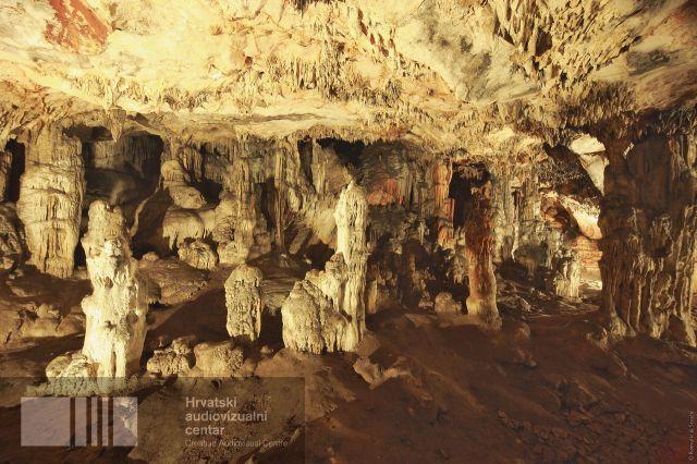 grapceva chamber cave.jpg