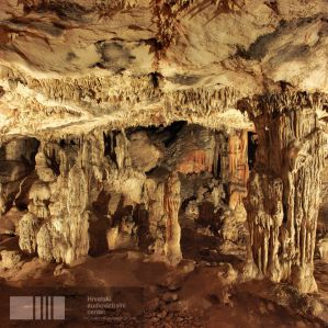 A caverna fica em Hvar, situada a 238 metros acima do mar