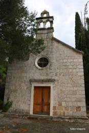 Igreja de São Teodoro em Malo Grablje: de acordo com o guia, ainda celebra-se uma missa anualmente com descendentes de famílias de Hvar
