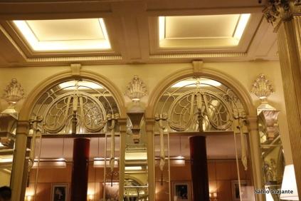 Detalhes do salão de chá do Hotel Claridge's de Londres